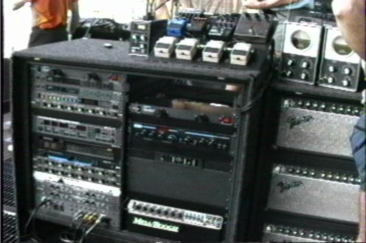 David's 1987 touring rig. Although the rig featured a few more effects during the late 1988 part of the tour and the recording of Delicate Sound of Thunder, he mostly used the same pedals and effects.